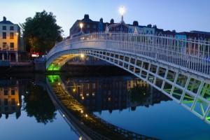 Halfpenny-bridge-Dublin-Ireland_1920x1200